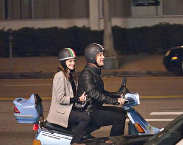 """אוהבים לעבוד יחד. טום הנקס וג'וליה רוברטס ב""""לארי קראון"""""""