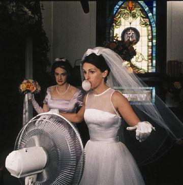 """השמלה תעבור לביתה.  ב""""תפוס את הכלה"""""""