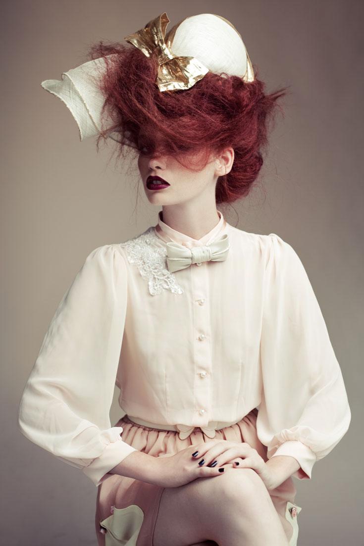 חולצה וחצאית, יפית אוחיון; כובע ופפיון, קרן וולף (צילום: אסף עיני )