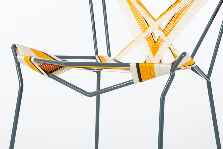 הכיסא הזה נקרא Yellow warbler. ''ערכתי התנסות רגעית ומיידית ביצירת משחטים טקסטיליים, דרכם גיליתי את עוצמתם של שינויים מינוריים בטכניקה המאפשרים עולם צורני אסתטי שונה - וגם דומה''