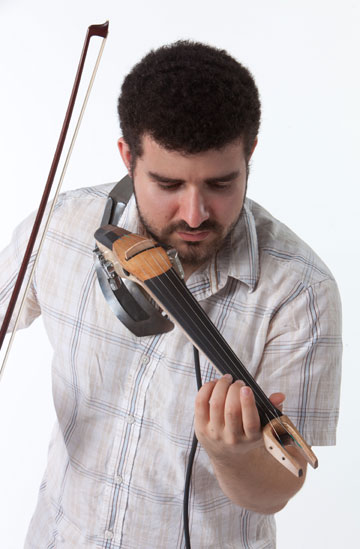 הכינור החשמלי של דוד דמשק (צילום: עודד אנטמן )