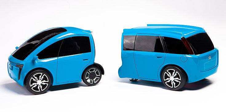 המכונית המודולרית של גל דרור:  יחידה דו מושבית חשמלית לנסיעות עירוניות, שאליה אפשר לצרף יחידה תלת מושבית עם מנוע בנזין, לנסיעות ארוכות יותר (צילום: עודד אנטמן )