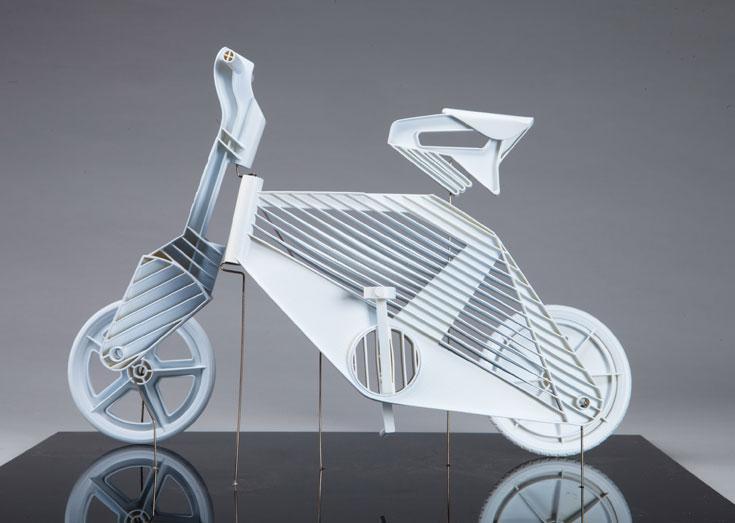 הפרויקט של דרור פלג: אופניים המיועדים לייצור בהזרקת פלסטיק, הצעה שנסמכת על מאפייני התעשייה המקומית (צילום: עודד אנטמן )