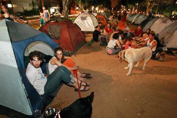 דיור בר-השגה לא מוזכר בתוכנית. אפשר להמשיך לגור באוהל (צילום: שאול גולן)