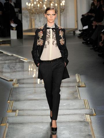 גם הבגדים וגם הנעליים שואבים השראה מארמון ורסאי  (צילום: gettyimages)