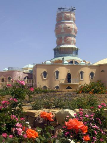 תעלת צינון בצורת מגדל. מרכז האמנויות (צילום: אריאלה אפללו)