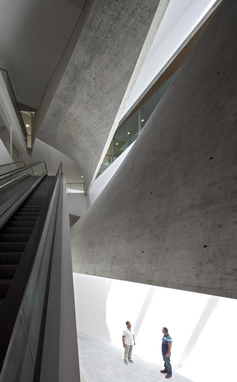 ההשראה, אומר האדריכל הישראלי עמית נמליך, באה ממוזיאון גוגנהיים במנהטן: מרכיב מרכזי שמכניס אור, ורמפות מקיפות אותו (צילום: עמית גרון)