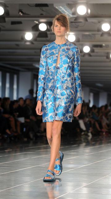 תצוגת האופנה של כריסטופר קיין לקיץ 2012. התגבר על המחסור בדוגמניות (צילום: gettyimages)
