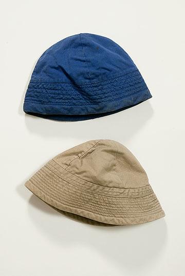 כובעי טמבל של אתא. למפעל היה תפקיד חשוב בגיבוש הלאומיות של החברה הישראלית החדשה (צילום: מאוסף דני שלזינגר)