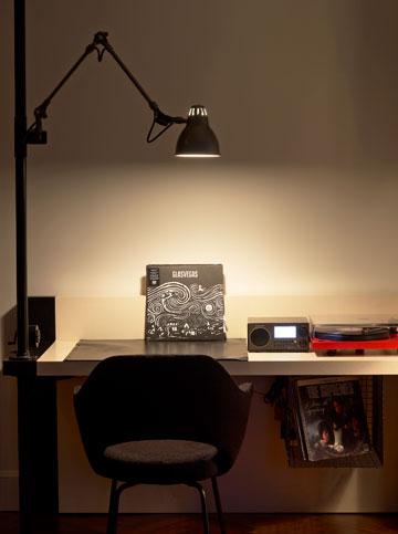 עירוב של סגנונות בחללי המלון: שולחן כתיבה באחד החדרים (צילום: ace hotel)