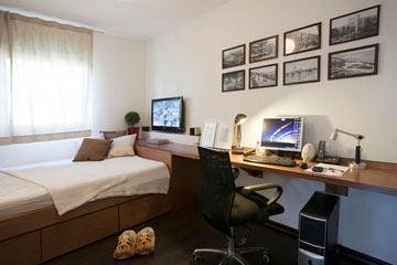 חדר השינה-עבודה נועד לשהות בו (צילום: גידי בועז)