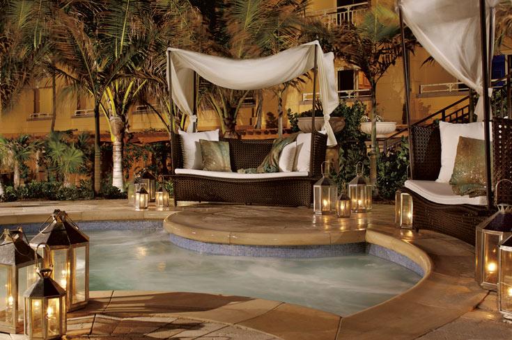 ועוד אחד, חיצוני. לא מעיקים עם עיצוב ניו אייג'י (צילום:  Ritz Carlton Hotel)