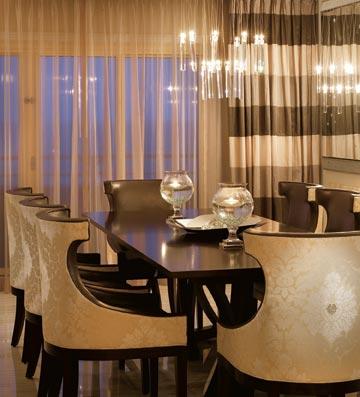 שולחן האוכל בסוויטה (צילום: Ritz Carlton Hotel)