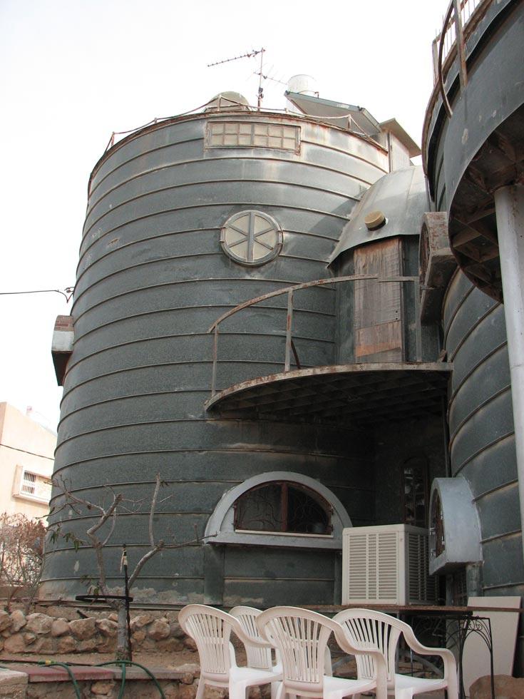 """בית הפח ברח' ביל""""ו. נקודת ציון צנועה באדריכלות הישראלית (צילום: מיכאל יעקובסון)"""