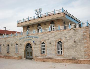 עולי תוניס השאירו חותם אדריכלי. בית הכנסת (צילום: מיכאל יעקובסון)