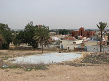 גן הבנים היום וברקע מרכז ספיר (צילום: מיכאל יעקובסון)
