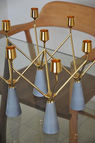 המנורה על שולחן האוכל בעיצוב דור כרמון (טולמנ'ס) (צילום: שי אדם)