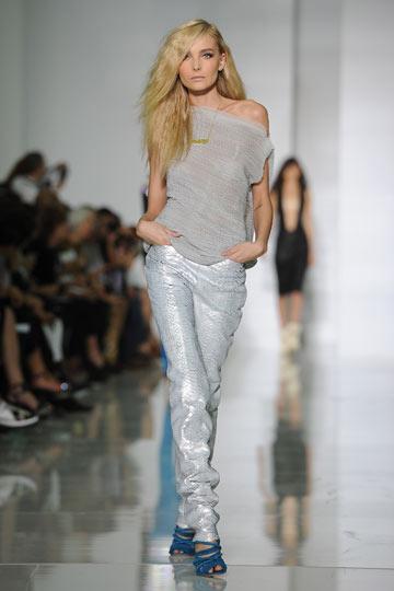 תצוגת האופנה הראשונה של קניה ווסט. מביישת את המסלול (צילום: gettyimages)