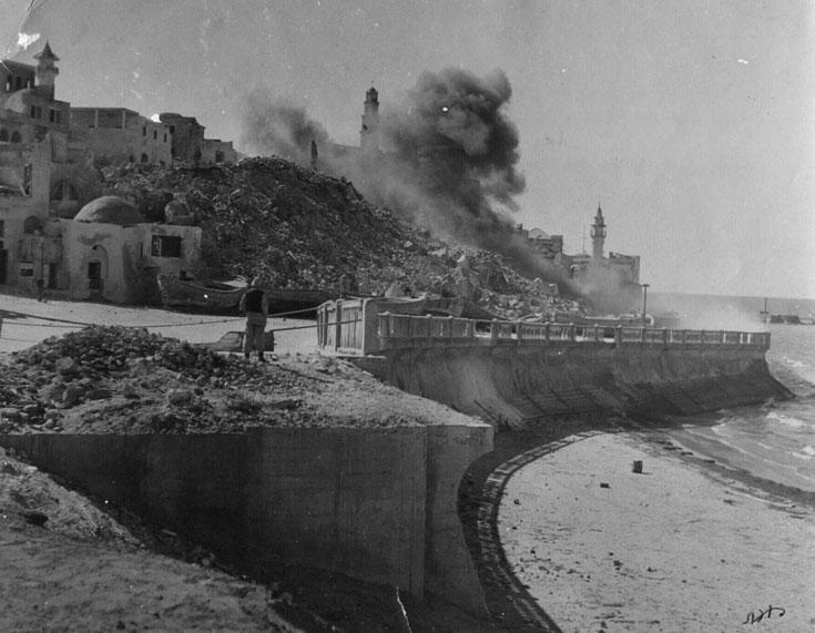 פיצוץ בתים במדרון יפו העתיקה, בשנות החמישים (באדיבות משרד אמנון בר אור אדריכלים)