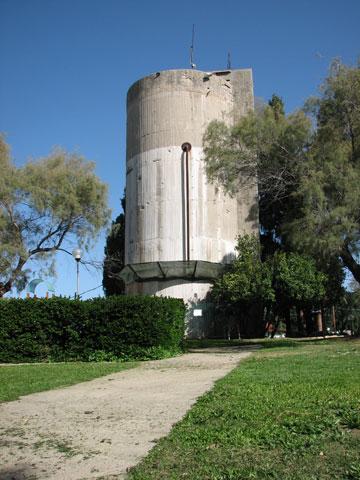 מגדל המים ההיסטורי, שבשנותיו הראשונים של הקיבוץ פתר לתושבים את בעיית המים הקשה (צילום: מיכאל יעקובסון)