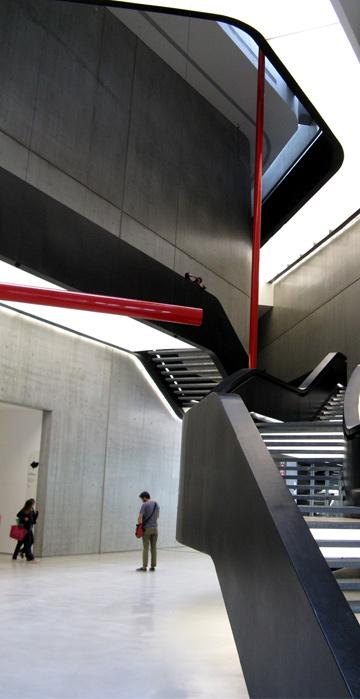 מוזיאון MAXXI. לא מעט מבקרים סבורים שהאדריכלות טובה יותר מן המוזיאון עצמו (צילום: נעם רוזנברג)