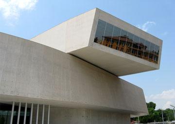 מוזיאון MAXXI ברומא. לדברי איתן קימל, זהו ייצוג של 2010, לפני המחאה נגד הראוותנות (צילום: נעם רוזנברג)
