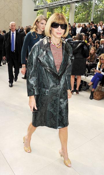 אנה ווינטור בשבוע האופנה בלונדון. סגנון שמרני ושילובי צבעים לא ברורים (צילום: gettyimages)