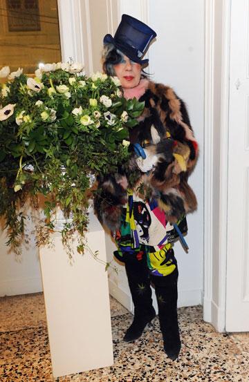 אנה פיאג'י ואחד מכובעיה המפורסמים (צילום: gettyimages)