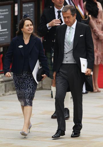 עורכת ווג הבריטי אלכסנדרה שולמן וצלם האופנה מריו טסטינו מגיעים לחתונה של הנסיך וויליאם וקייט מידלטון (צילום: gettyimages)