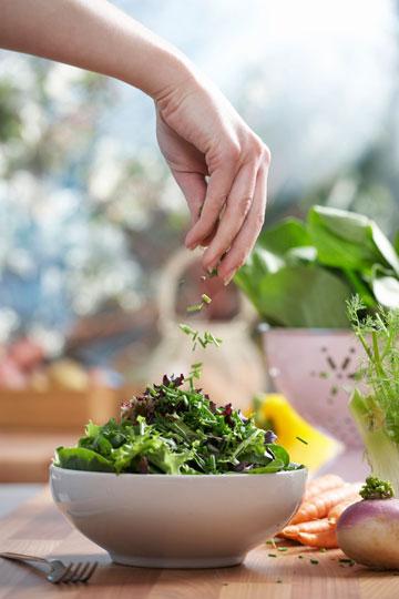 צריכת ירקות ירוקים עליים מפחיתה את הסיכון (צילום: thinkstock)