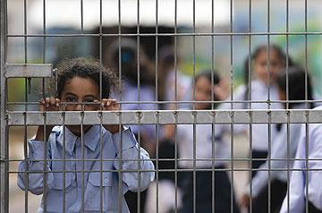 לא פחדה מהמקומיים. בית הספר בית יעקב בעמנואל (צילום: אלכס קולומויסקי)