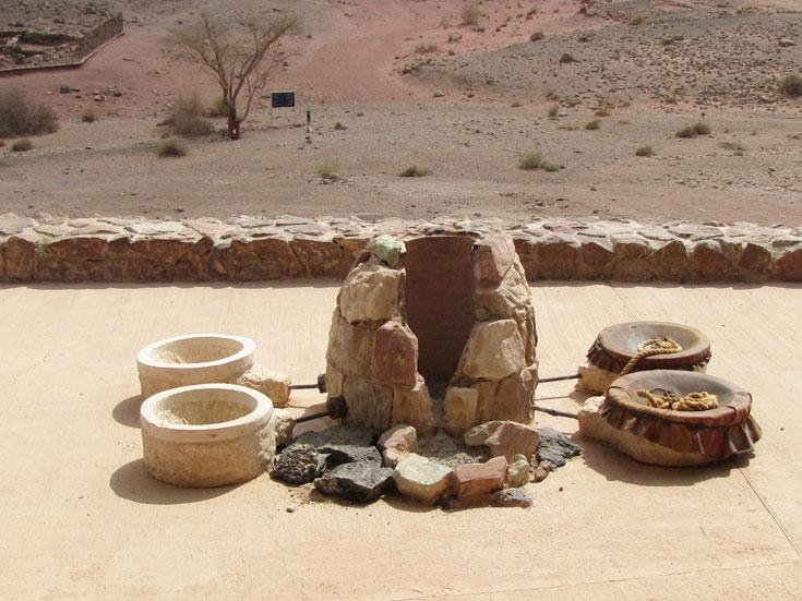 שרידים של אתרי חימום הנחושת (צילום: דרור זבדי)