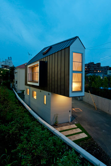 בית קטן גדול (צילום: Hiroshi Tanigawa)