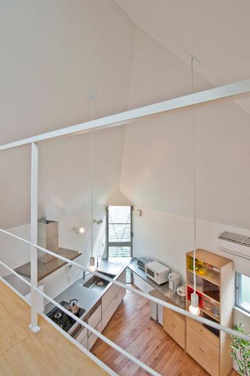 התקרה הגבוהה למטה, נמוכה למעלה (צילום: Hiroshi Tanigawa)