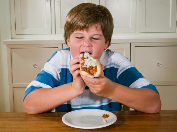 לא בטוח שהאוכל הוא הסיבה להשמנה (צילום: thinkstock)