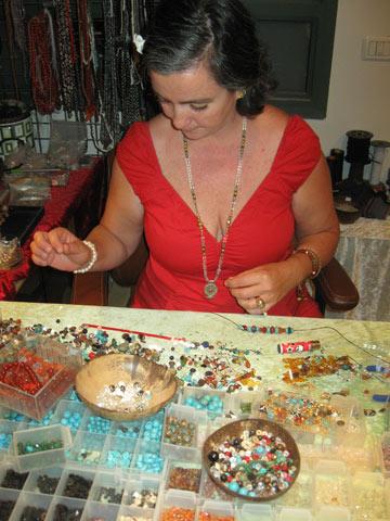 סדנת תכשיטים אצל לולה (צילום: אריאלה אפללו)