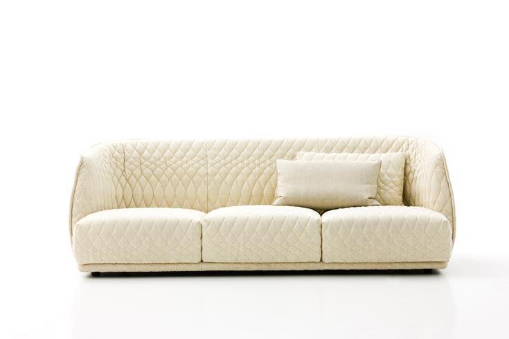 ספת Redondo, חלק מסדרת ריהוט סלוני עבור המותג האיטלקי Moroso. ''מוזר שהכל מתקדם כל כך, ובעיצוב רהיטים הדברים מעט מפגרים'' (צילום: ALESSANDRO PADERNI)