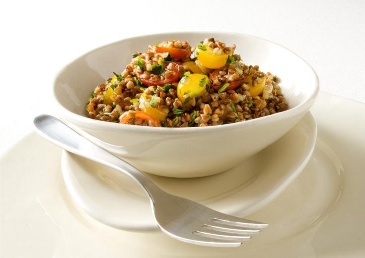תבשיל כוסמת עם עשבי תיבול ועגבניות (צילום: דני לרנר, סגנון: חמוטל יעקובוביץ')