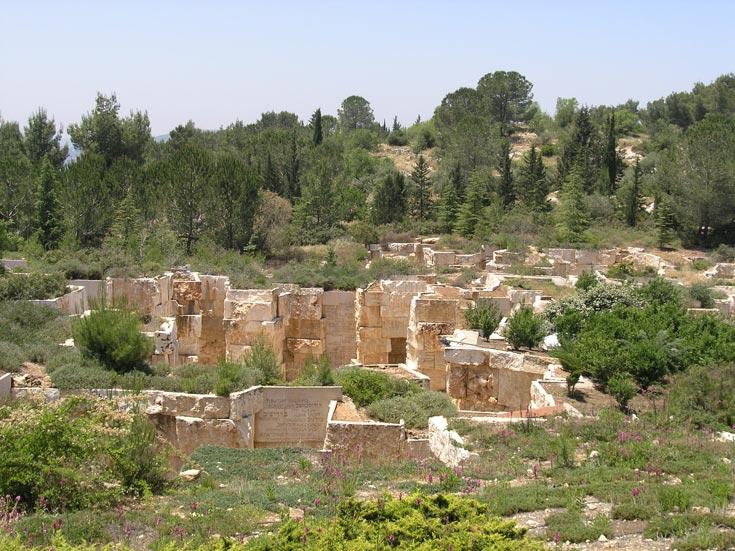 עשור רביעי: בקעת הקהילות החרבות, יד ושם, ירושלים. עיצוב שמאפשר התבוננות פנימית והתייחדות עם הנספים (צילום: דן צור וליאור וולף אדריכלי נוף)