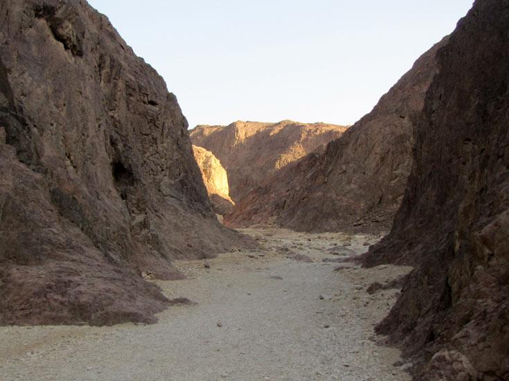 סלעים בני מיליוני שנים  שנוטצרו בעקבות התפרצות לבה (צילום: דרור זבדי)