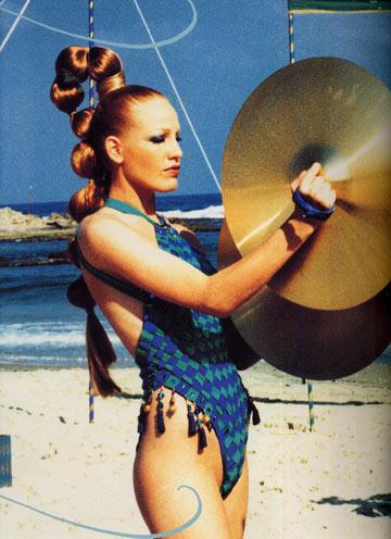 כך זה נראה פעם. קולקציית קיץ 1996 של גדעון אוברזון, בכיכובה של דנה דבורין (צילום: רון קדמי)