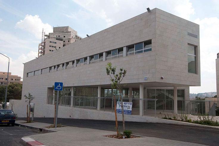 רק מרכז המוזיקה הושלם בינתיים; פיתוח שאר חלקי המתחם שבאחריות העירייה טרם בוצע (צילום: גיא יצחקי)