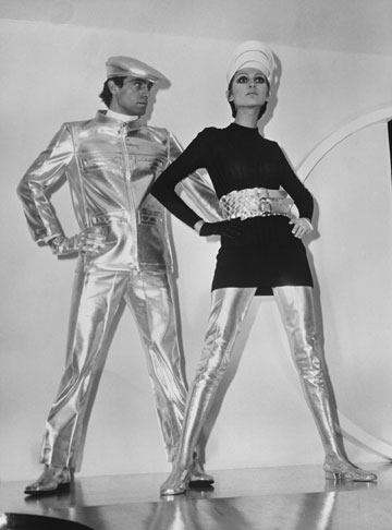 בגדים שיצר קרדן, 1968. ''מה עושים באירופה לגבר? ומה עושים לנשים?!'' כתבה העיתונאית עפרה אליגון (צילום: gettyimages)