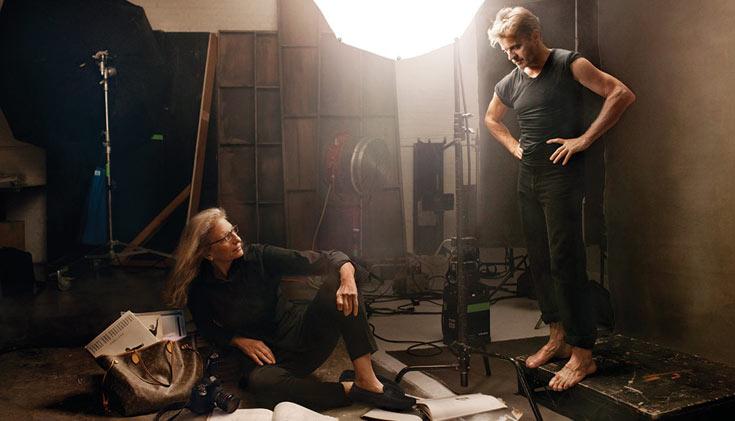 ברישניקוב והצלמת אנני לייבוביץ' בקמפיין של לואי ויטון. מגלם את עצמו
