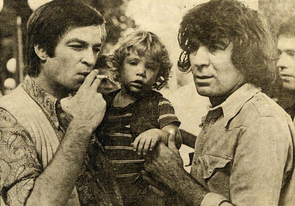 איינשטיין עם שמוליק קראוס ובנו בן, 1976 (באדיבות להיטון )