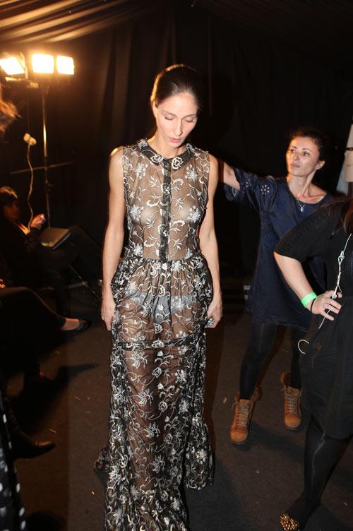 השמלה החשופה שיועדה לנטלי דדון (צילום: עמי סיאנו)