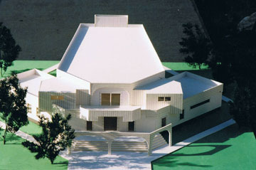 מודל בית הכנסת בכפר דרום. האם הוא מזכיר בית תפילין? (צילום: מתוך עיזבון אדריכל דן מרצבך ז''ל)