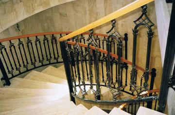 מדרגות בית הכנסת בכפר דרום. נחנך - ומיד פונה (צילום: מתוך עיזבון אדריכל דן מרצבך ז''ל)