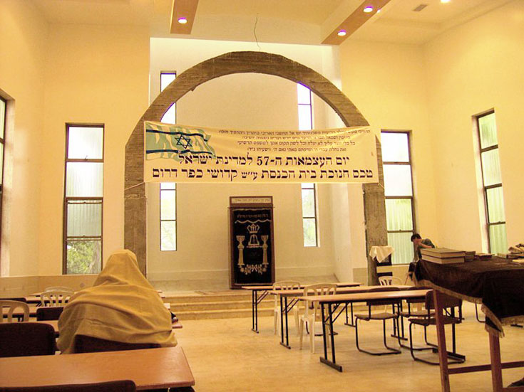 פאר היצירה של מרצבך: בית הכנסת בכפר דרום. עכשיו מתברר: בית הכנסת ישוחזר ביישוב של המפונים (צילום: Daniel Ventura, cc)