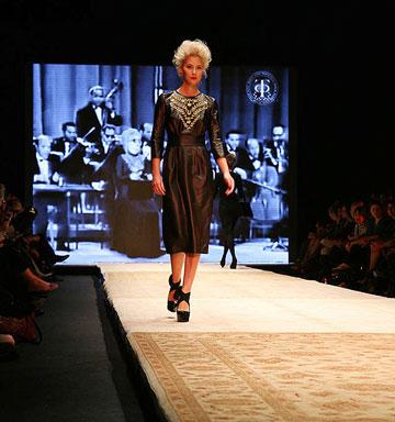 תצוגת האופנה של דורית בר אור. שחור, זהב ושיק (צילום: טל ניסים)